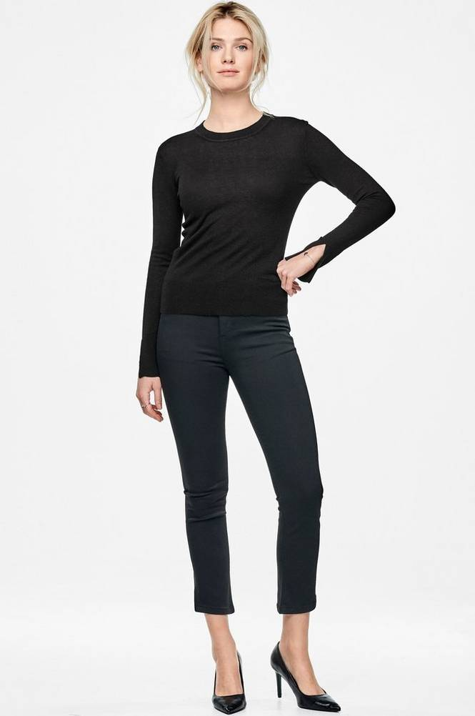 MORE THAN BASIC The split sleeve sweater -neulepusero