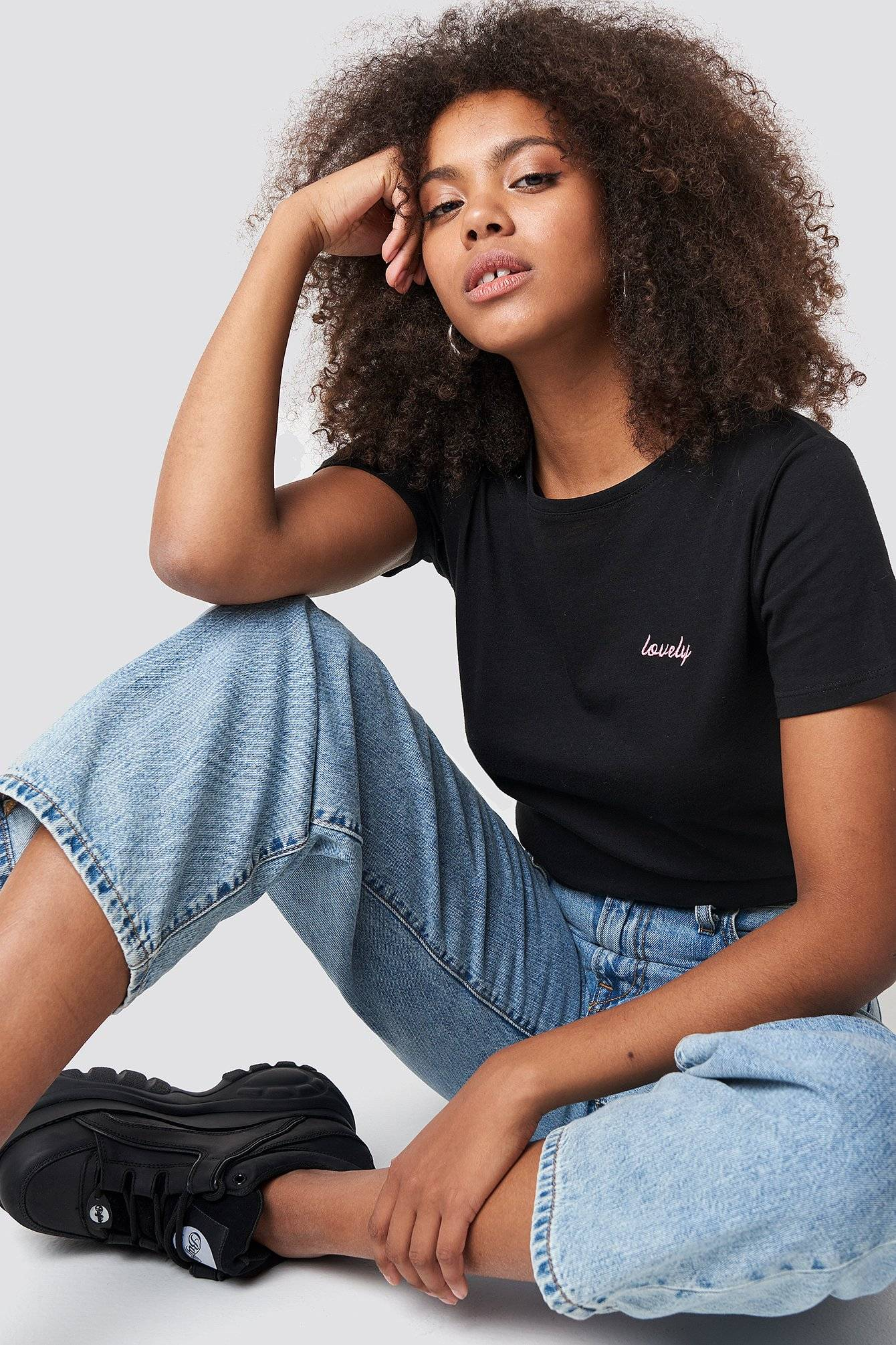 NA-KD Lovely Embroidery Basic Tee - Black
