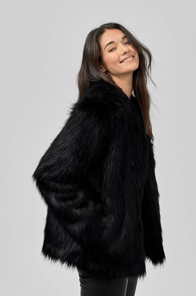 By Malina Addison Faux Fur -tekoturkistakki
