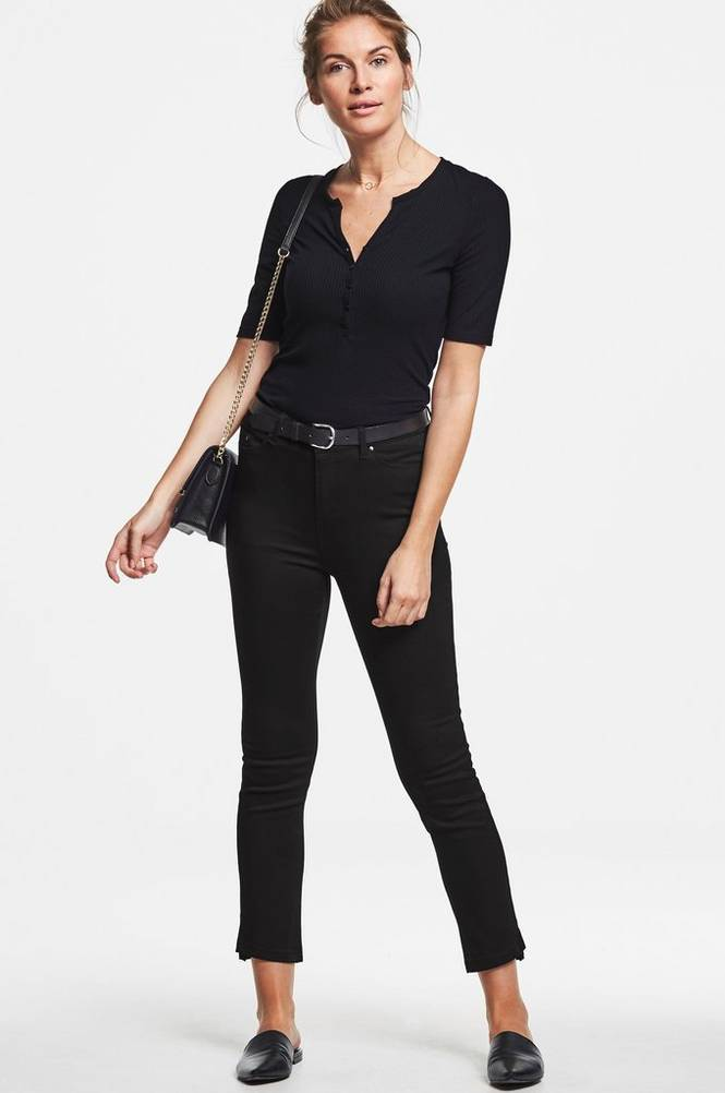 MORE THAN BASIC The straight leg trousers -housut