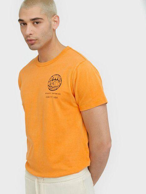 Neuw Groove Bass Tee T-paidat ja topit Oranssi