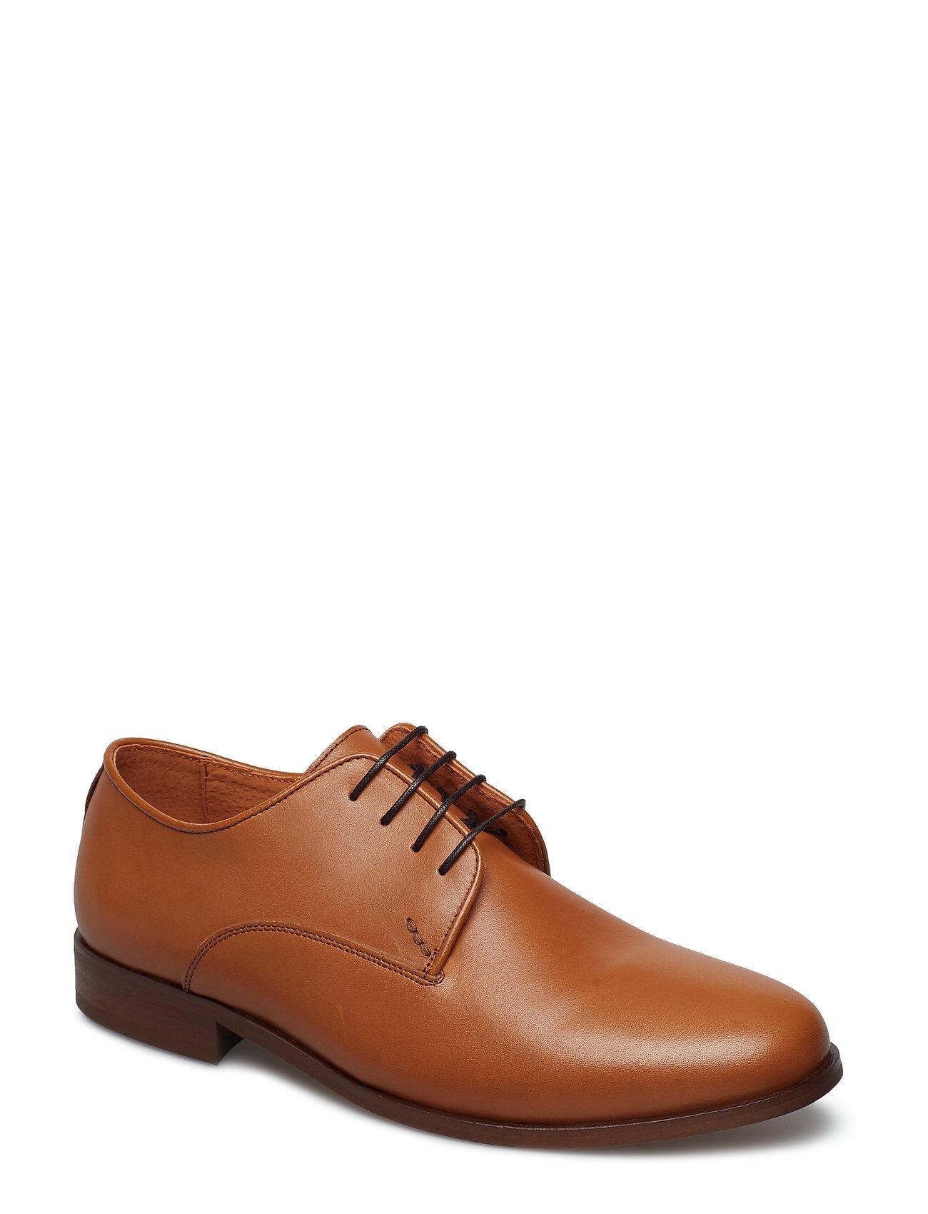 Shoe The Bear Gaston L