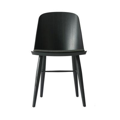 Menu Synnes tuoli, musta saarni/musta tekstiili