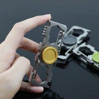 e-ville.com Fidget Spinner karabiinerilla ja pullonavaajalla