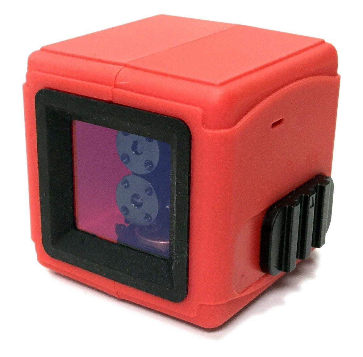 Tamo Cube jalustalla ristikkolaser
