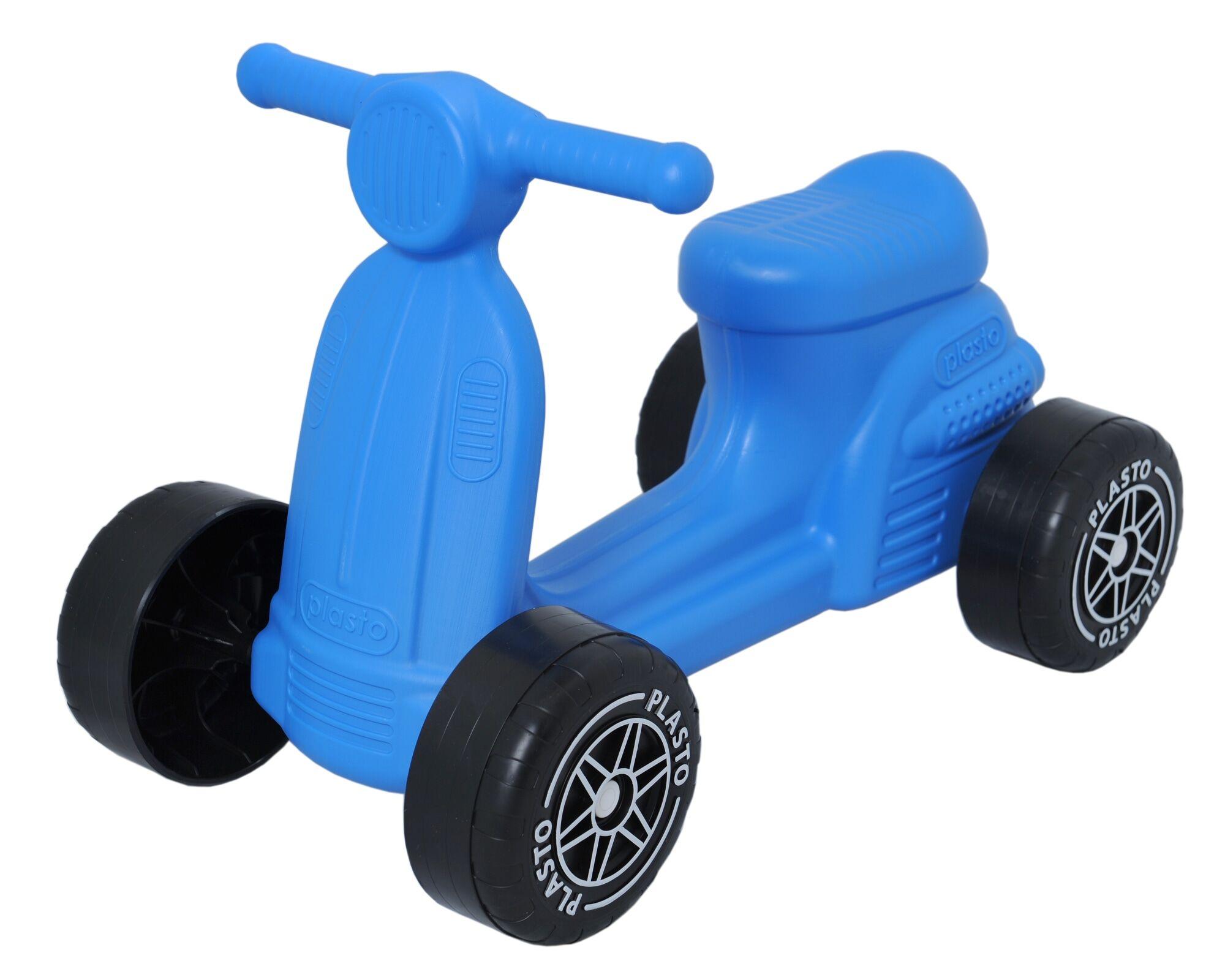 Plasto sininen skootteri hiljaisilla pyörillä
