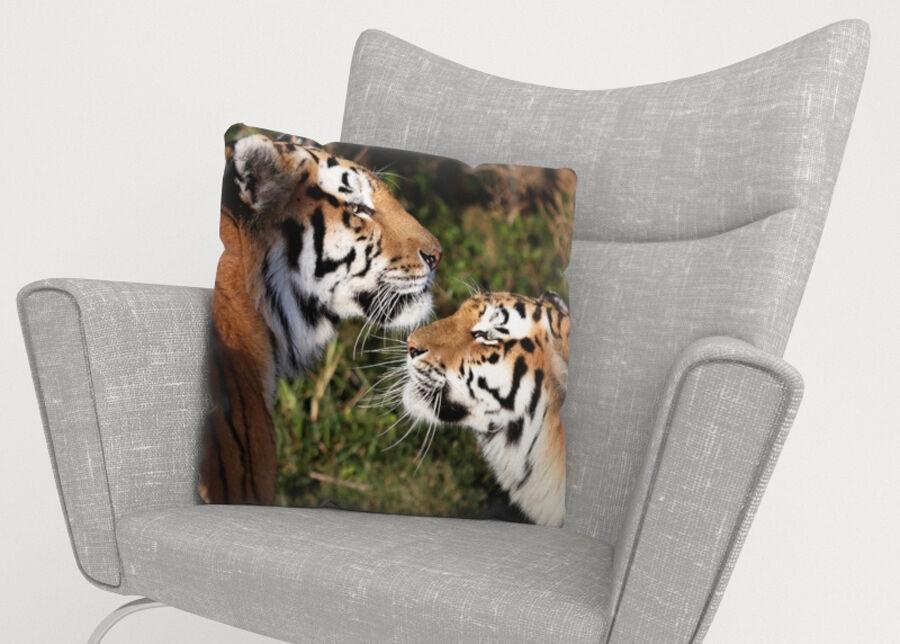 Image of Koristetyynyliina Tigers Devotion 45x45 cm