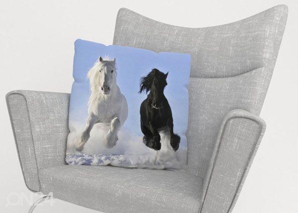 Image of Wellmira Koristetyynyliina HORSES 40x60 cm
