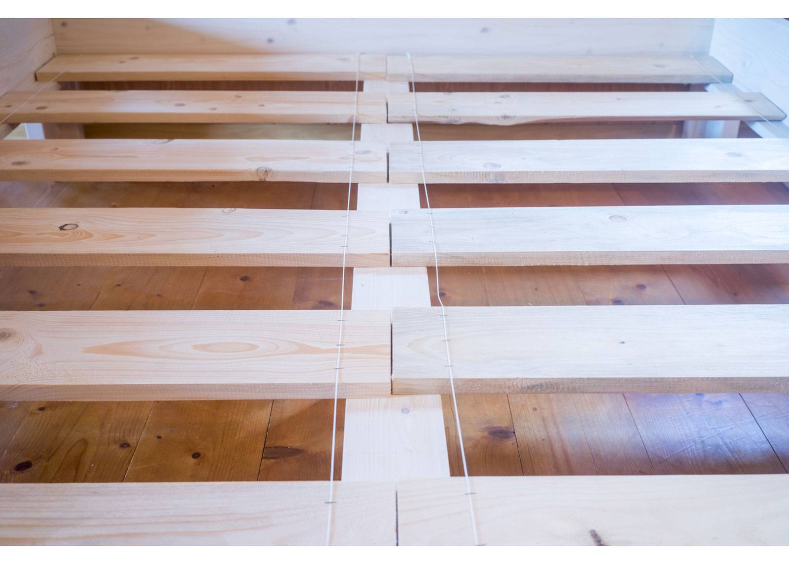 RaiEr Wood Massiivipuusänky vuodevaatelaatikolla Country Extra 140x200 cm