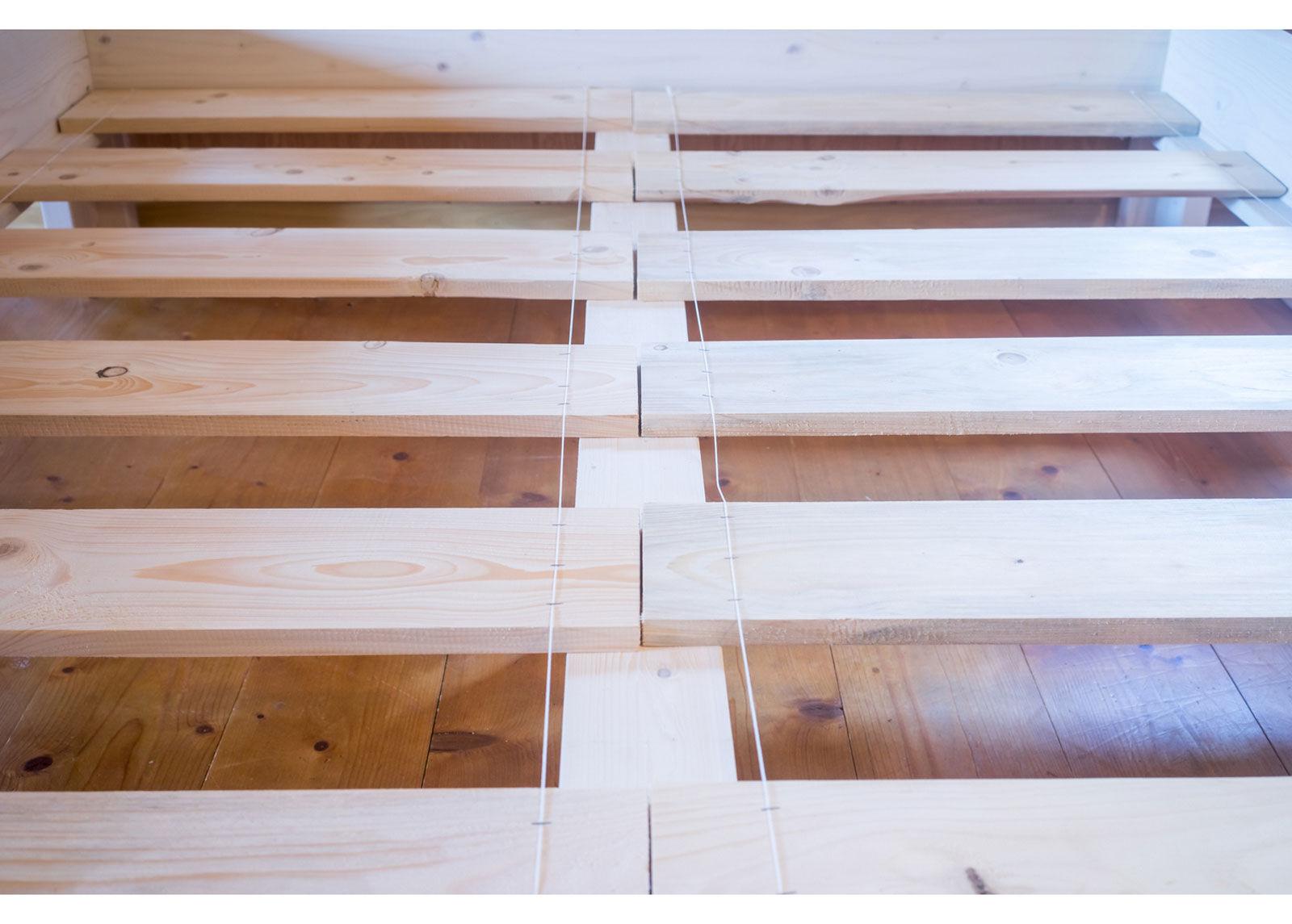 RaiEr Wood Massiivipuusänky vuodevaatelaatikolla Country Extra 200x200 cm