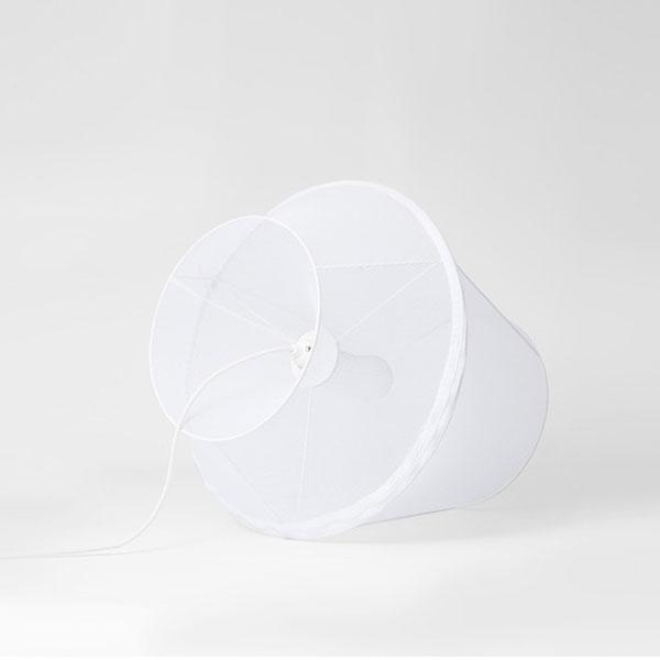 Petite Friture Moire Kattovalaisin, Medium, Valkoinen