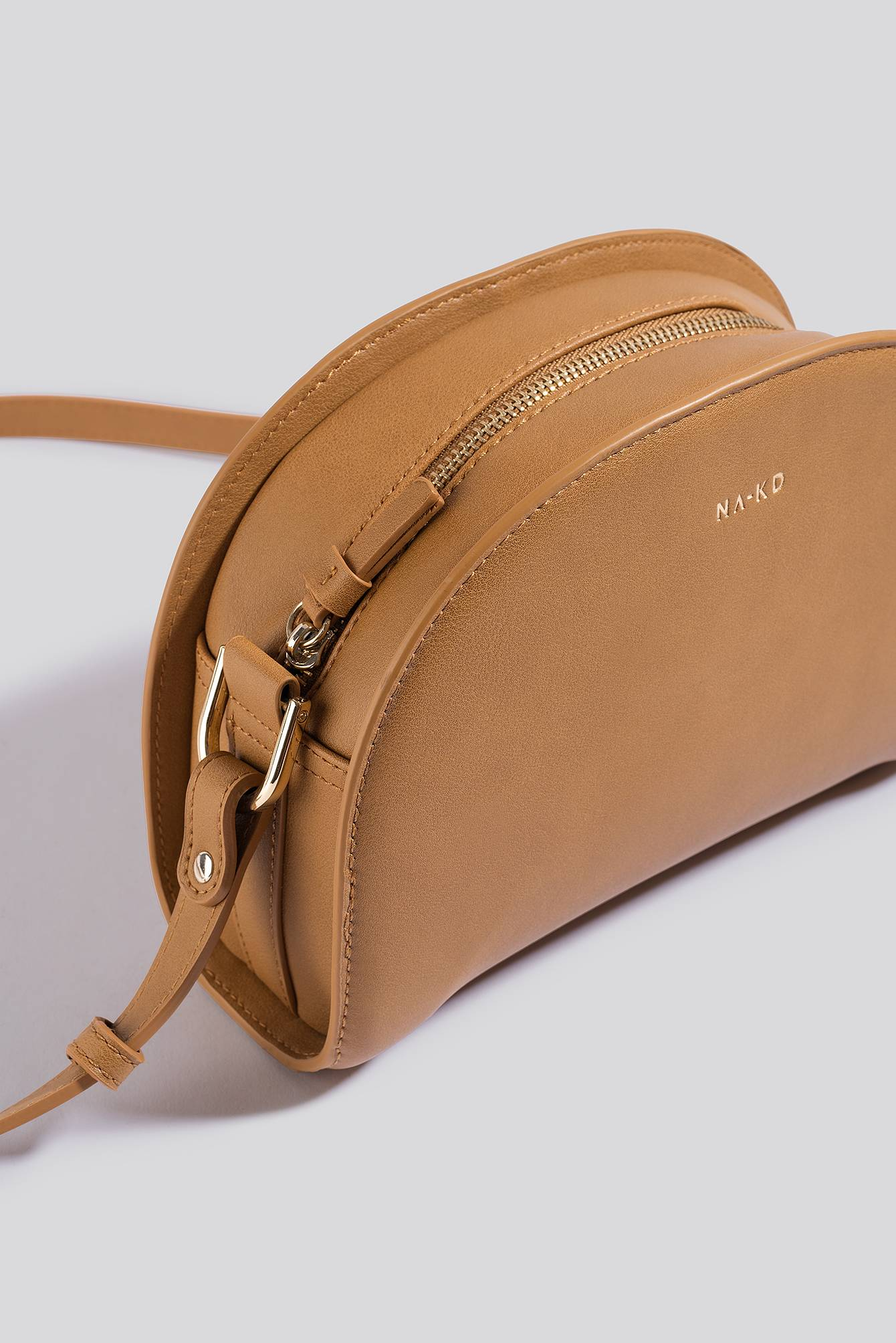 NA-KD Accessories Half Moon Crossbody Bag - Brown  - Size: One Size