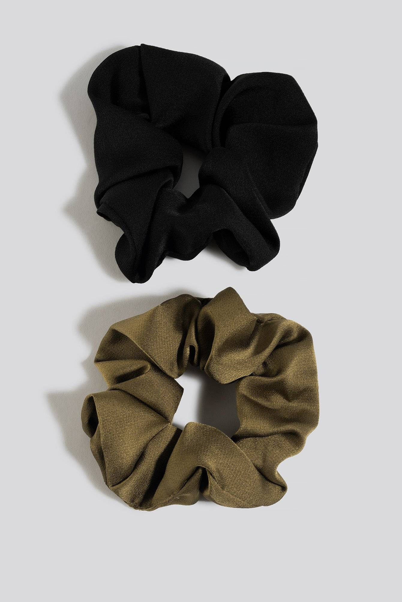 Image of NA-KD Accessories 2-Pack Shiny Scrunchies - Black,Green