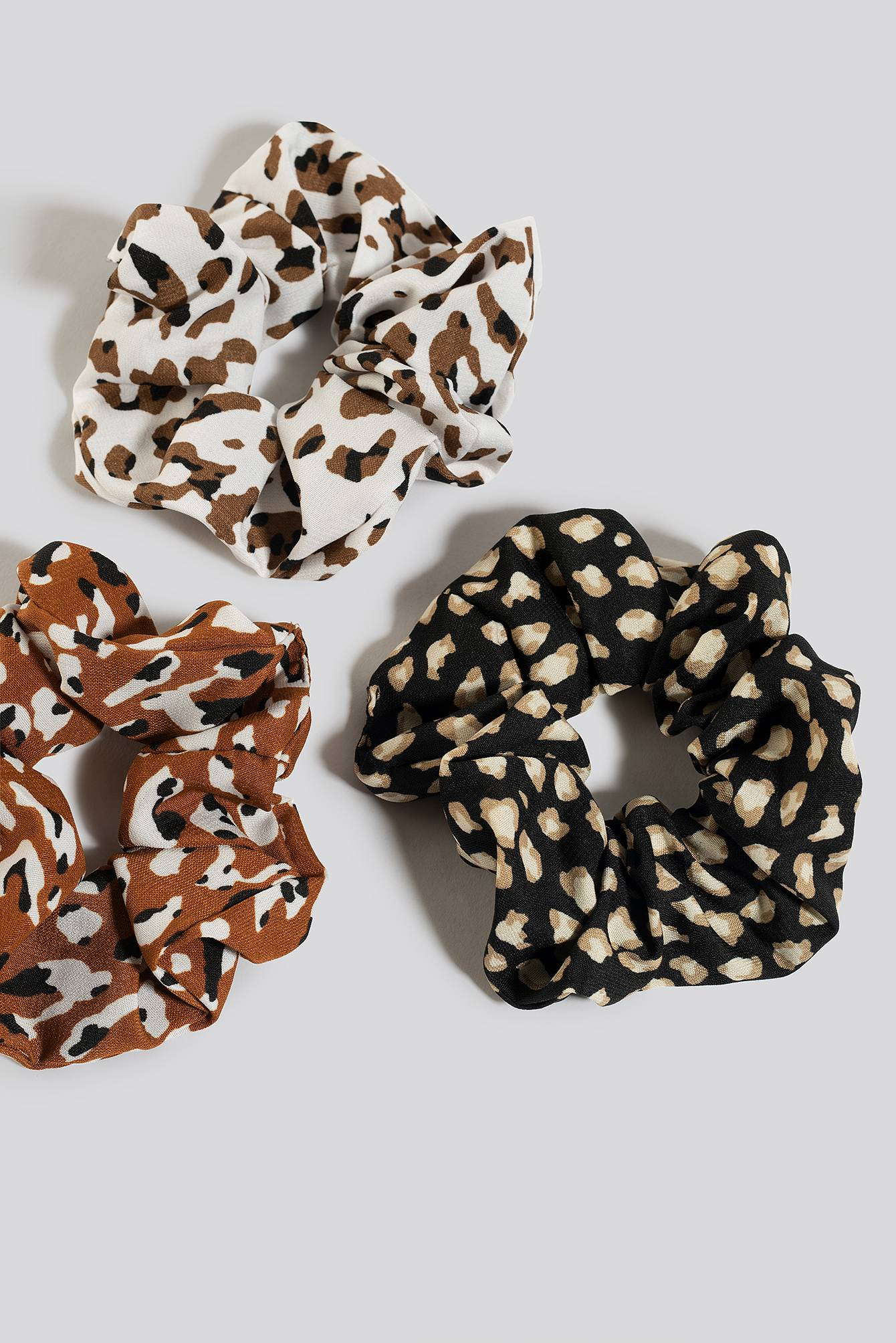 Image of NA-KD Accessories 3-Pack Leo Print Scrunchies - Black,Brown,White,Multicolor