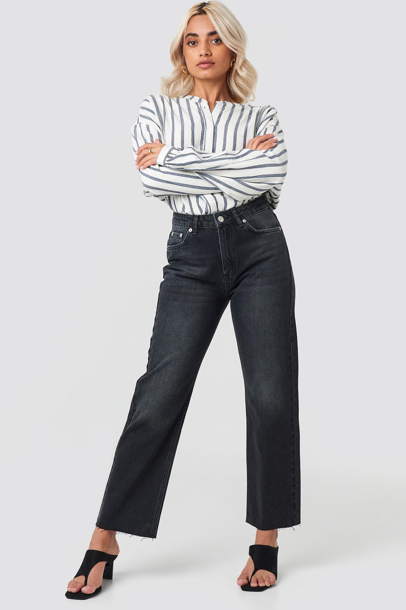 NA-KD Trend Raw Hem Straight Jeans - Black  - Size: EU 32,EU 34,EU 36,EU 38,EU 40,EU 42