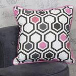Housse de coussin scandinave rose coton Une housse de coussin au motif... par LeGuide.com Publicité