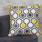 Housse de coussin scandinave jaune coton Une housse de coussin au motif... par LeGuide.com Publicité