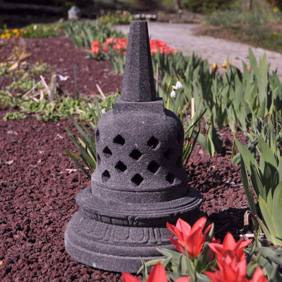 Wanda Collection Lampe stupa borobudur en pierre de lave 45 cm