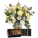 interflora  Interflora Bouquet Paradis blanc et ses amandes au chocolat... par LeGuide.com Publicité