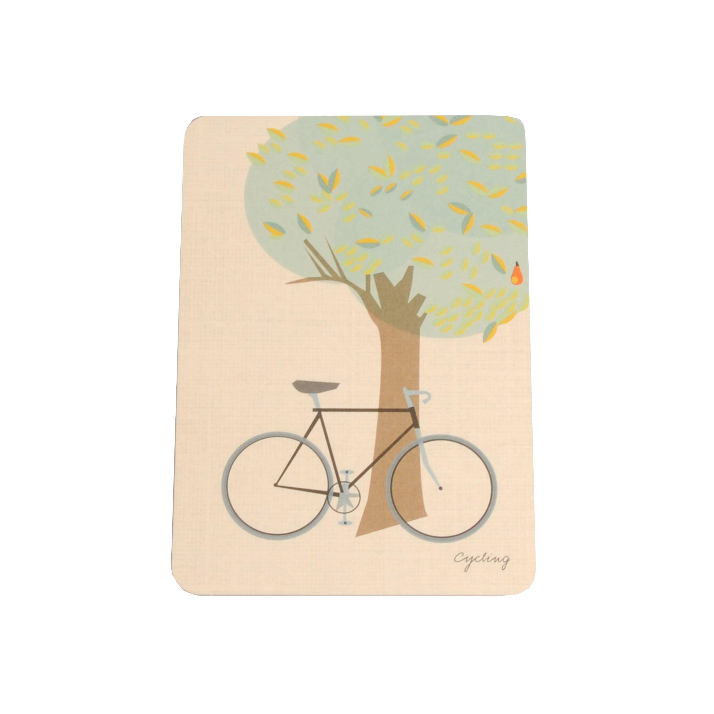 Dille&Kamille Carte, vélo contre un arbre
