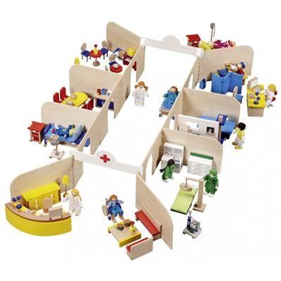 Goll&Kie - origine UE - Made in Europe Hôpital et son mobilier avec 11 poupées articulées