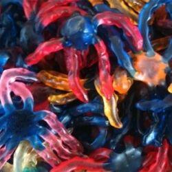 TROLLI Ursula et son encre en sac de 1 kg Confiserie gélifiée en forme de petite pieuvre qui colore la langue à 5.40 € le kilo !