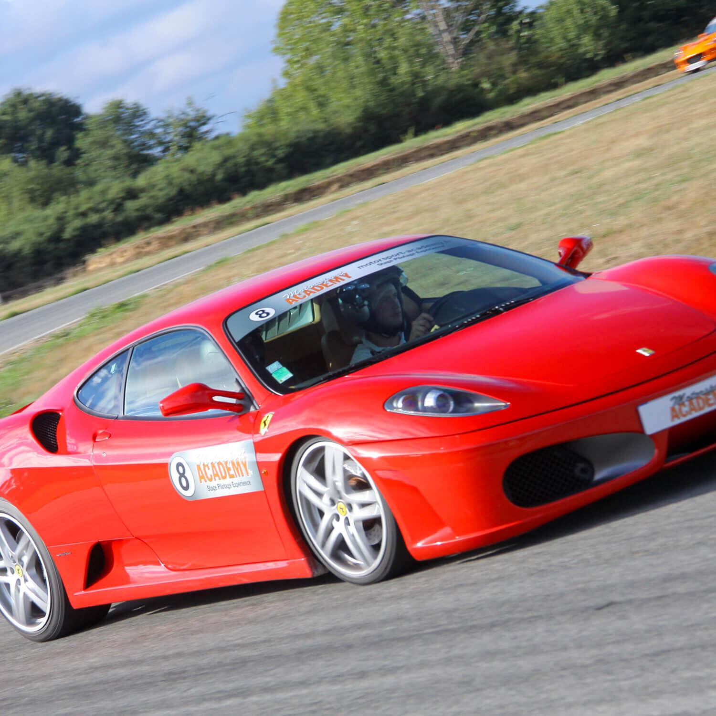 Smartbox 2 tours en Ferrari et 1 en berline sportive sur le circuit du Mans Coffret cadeau Smartbox