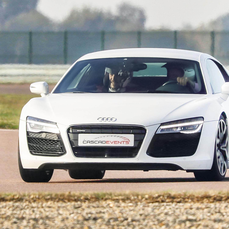 Smartbox Vitesse et adrénaline : 2 tours de piste à bord d'une Audi R8 V10 Coffret cadeau Smartbox