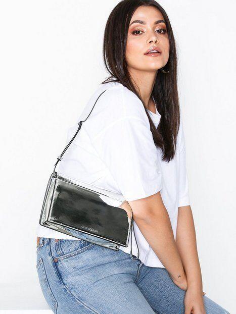 Calvin Klein Jeans Ckj After Hours 7AM Clutch Axelremsväskor Silver