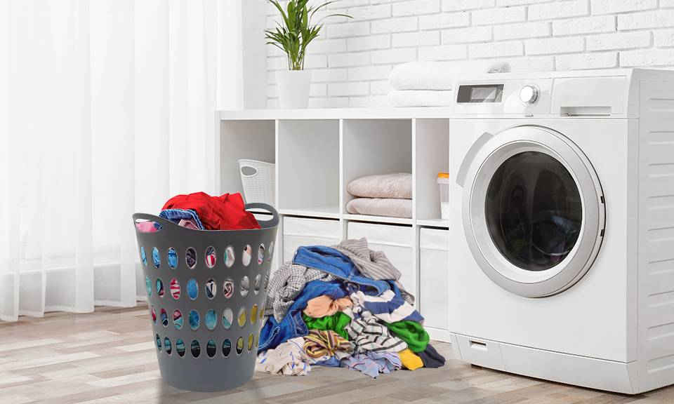 Groupon Goods Laundry Baskets with Lid: 50L and 75L / One Of Each