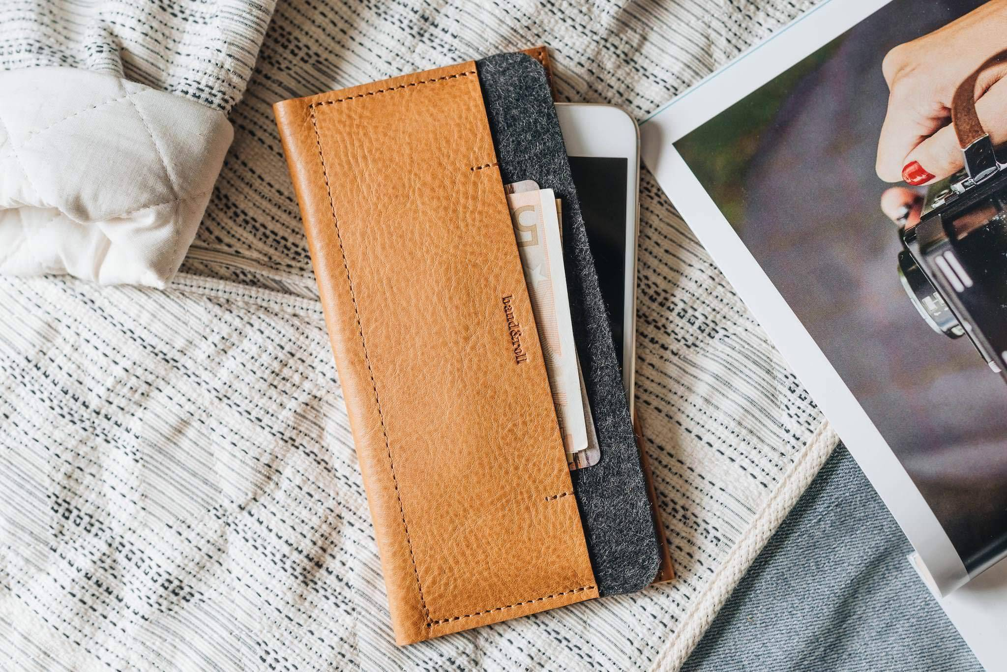 BAND & ROLL Carrier Leather Phone Wallet