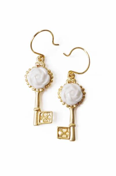 Poporcelain women's porcelain camellia golden key earrings