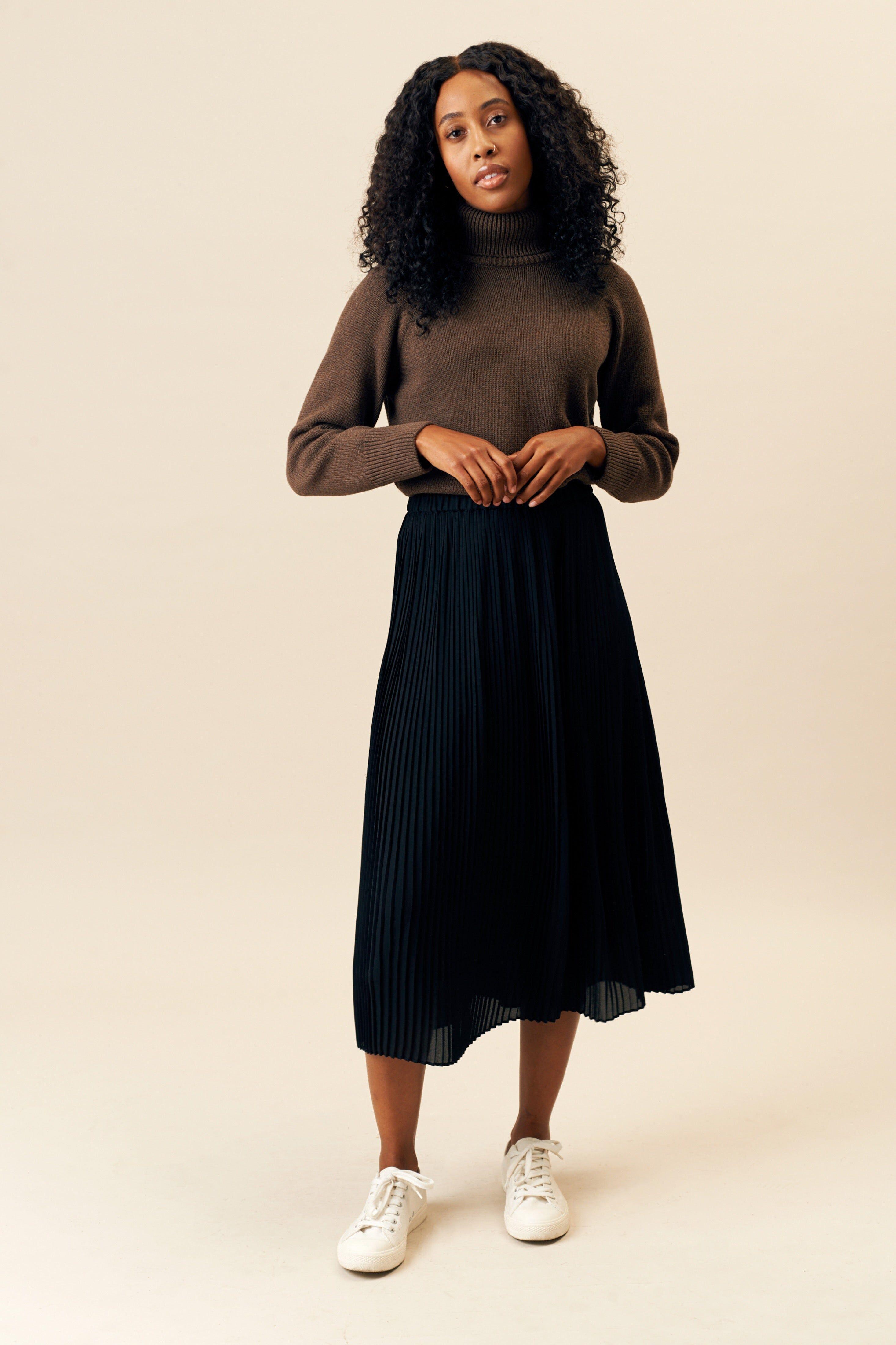 Kotn Women's Turtleneck Top Sweater in Chestnut Brown, Size Medium
