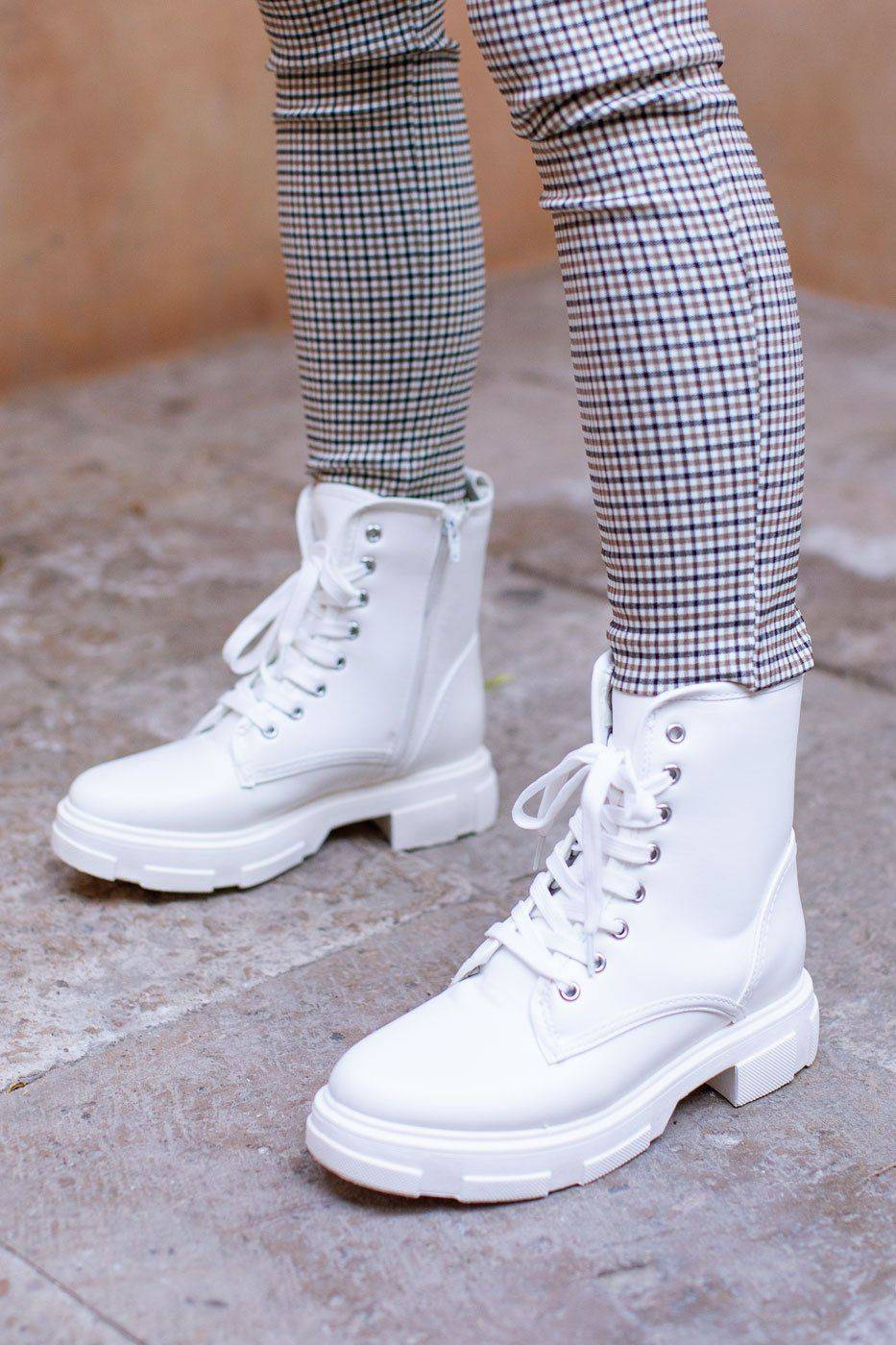 Bamboo Get Together White Boots  - H1558 WHITE 10