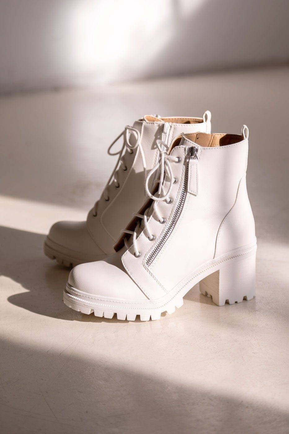 Soda In Charge White Boots  - J1021 WHITE