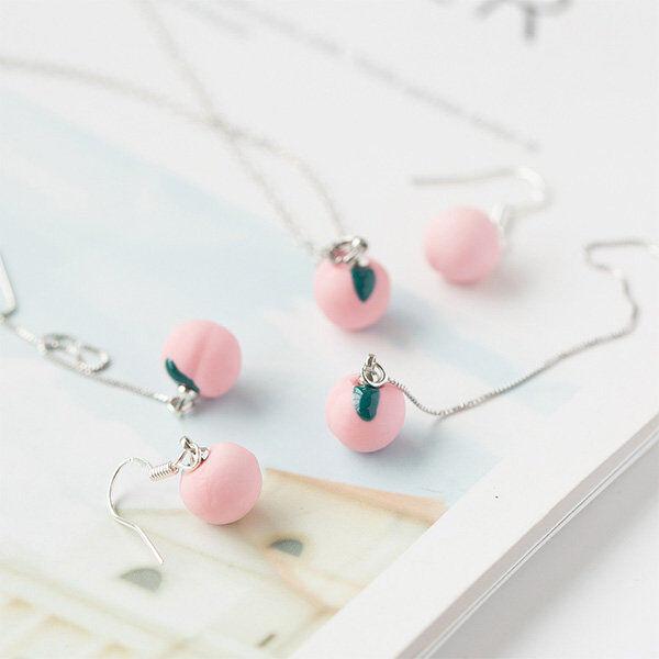 ApolloBox Pretty Peach Accessories