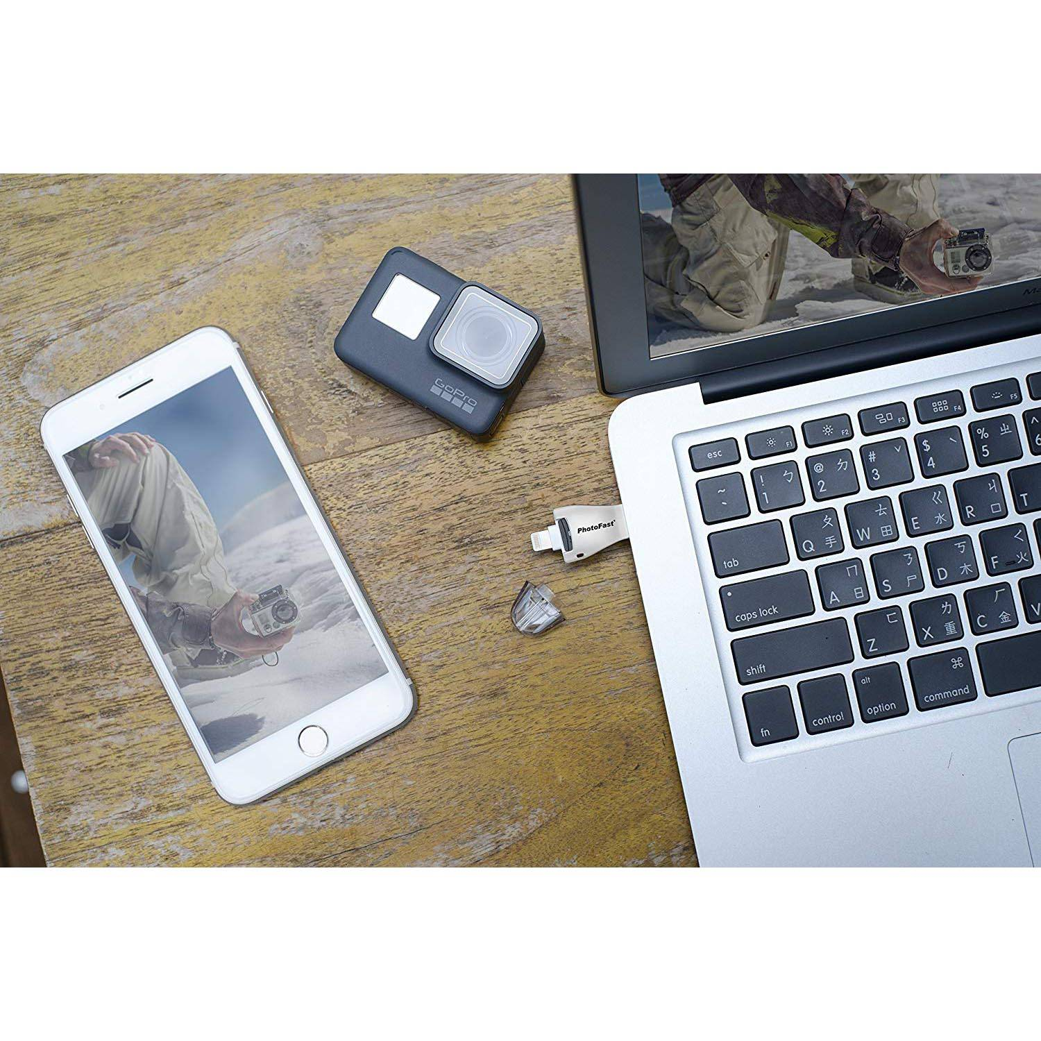 PhotoFast PhotoFast 4K iReader+  Flash Memory Card Reader for Apple Devices