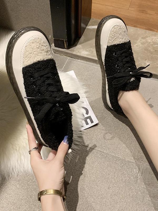 Colorblock Teddy Faux Fur Lace Up Shoes in BLACK - Size: EU 40