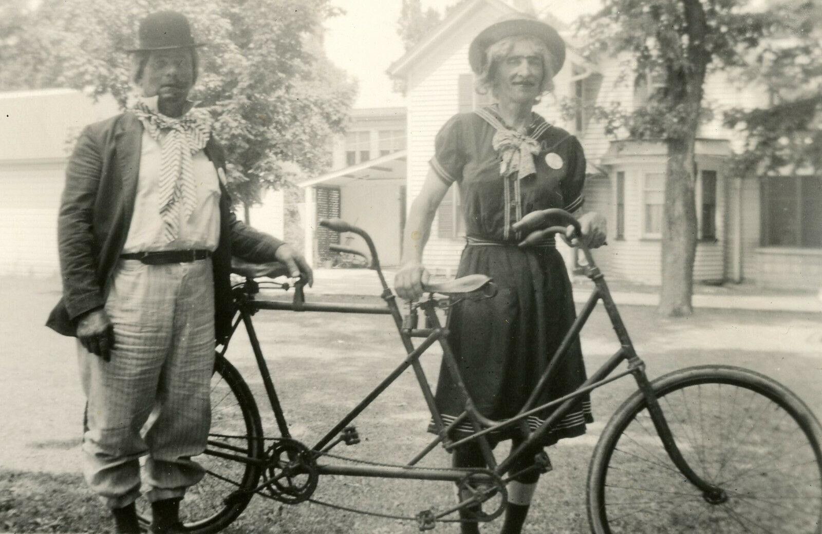 VINTAGE FUNNY UNUSUAL COSTUME TWIN BIKE BICYCLE BUILT TWO CLOWN CROSSDRESS PHOTO   [ ]