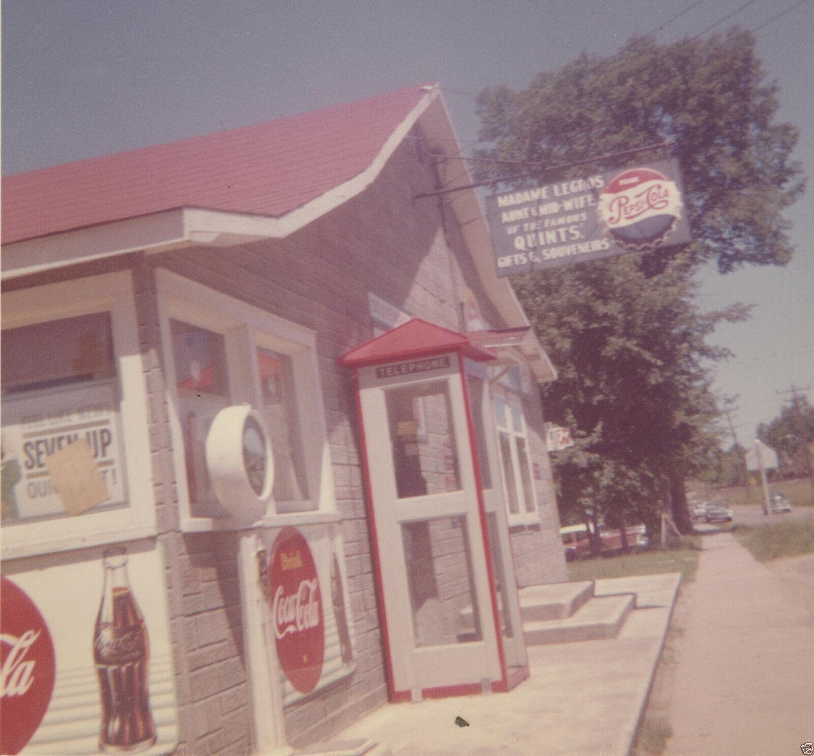 VINTAGE 1962 COCA COLA VS PEPSI PHONE BOOTH MADAME LEGROS ROADSIDE SIGNS PHOTO   [ ]