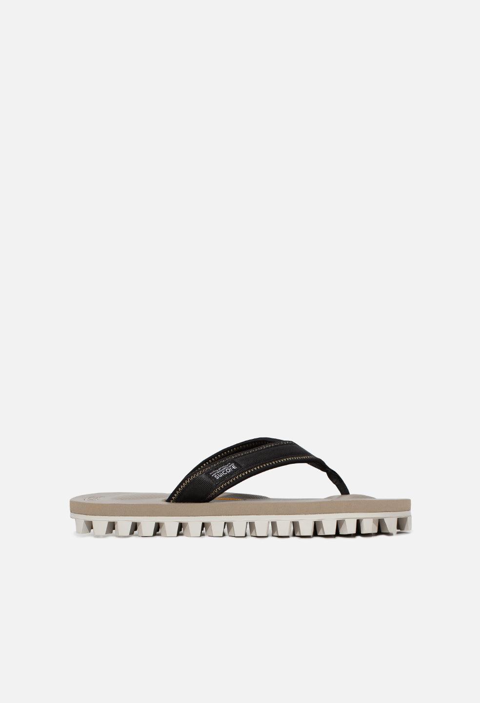 John Elliott JE X Suicoke Tono Sandal / Beige (JE X Suicoke Tono Sandal / Beige / US 8)
