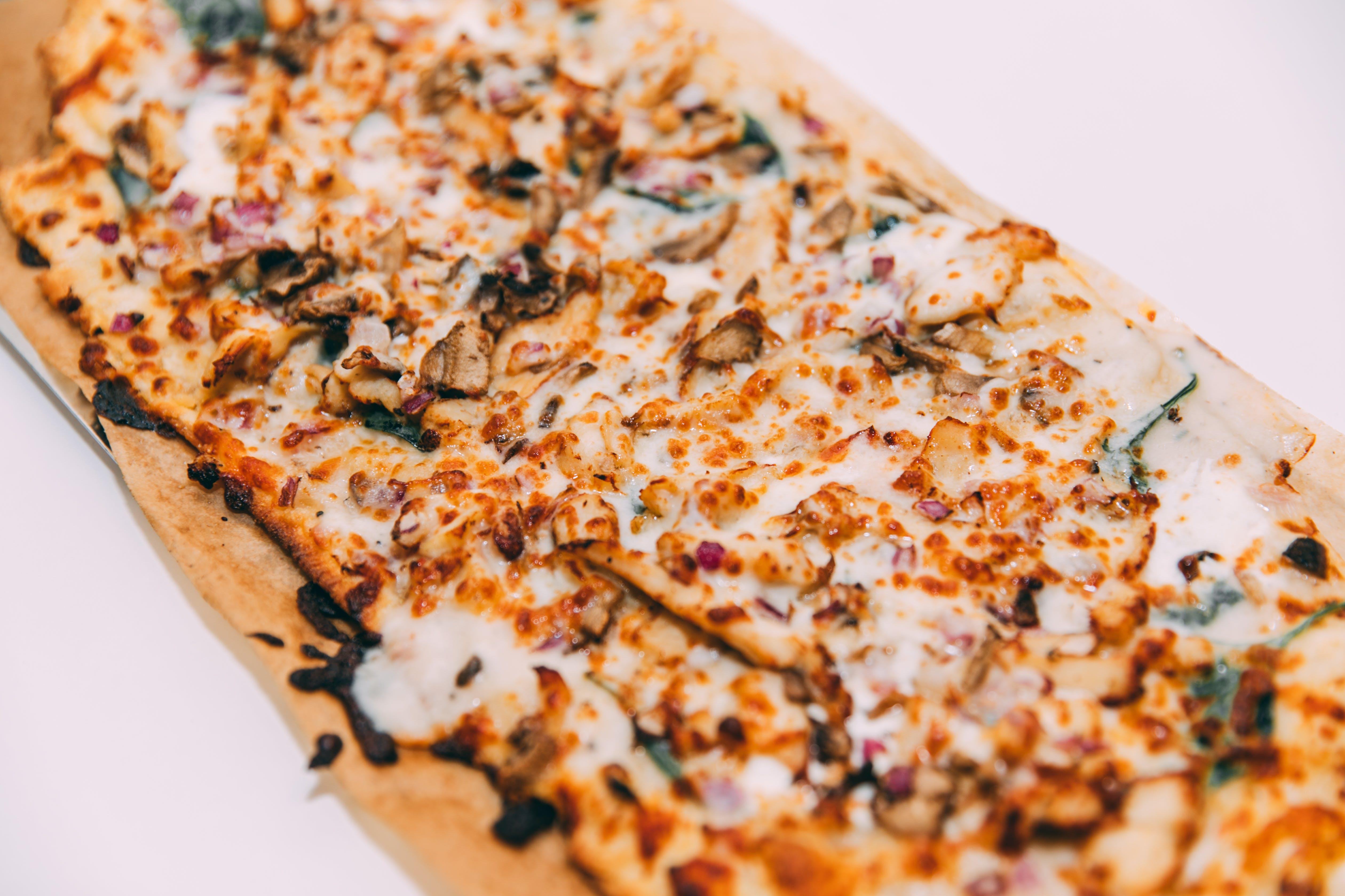 Slim & Husky's - Smokin Herb with Chicken Pizza - 4 Pack