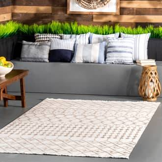 "Rugs USA Beige Brunch Indoor/Outdoor Trellis With Tassels rug - Contemporary Runner 2' 6"" x 10'"