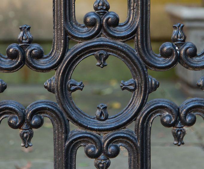 Gates and Gardens Walking Tour