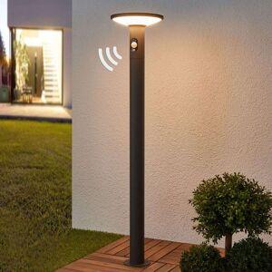 Lucande LED-gatelampe Jersy med solcellepanel, 100 cm