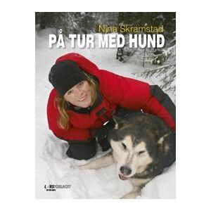 Skramstad, Nina På tur med hund (8292708170)