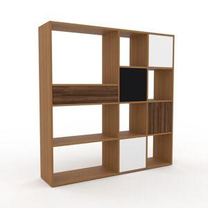 MYCS Bücherregal Eiche - Modernes Regal für Bücher: Schubladen in Nussbaum & Türen in Weiß - 154 x 157 x 35 cm, konfigurierbar