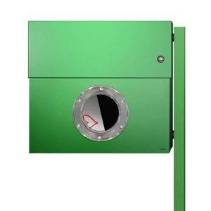 Radius Design Letterman XXL Briefkasten grün (RAL 6018) mit Klingel in rot mit Pfosten in Briefkastenfarbe