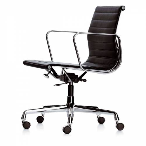 Vitra - EA 117 Bürostuhl Chrom mit Armlehnen, drehbar, Hopsak nero (Teppichbodenrollen)