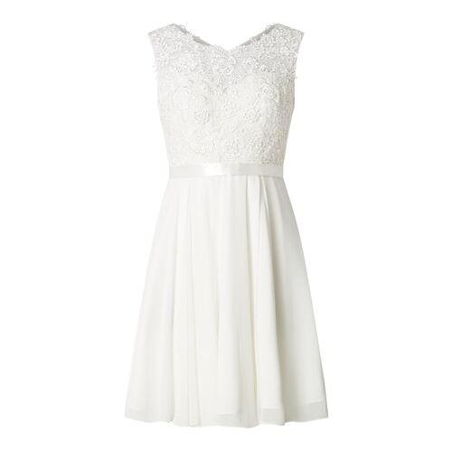 luxuar Brautkleid mit floralen Zierborten